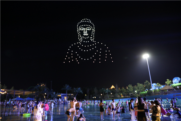 河南首家无人机表演编队亮相 夜空中上演科幻大片!