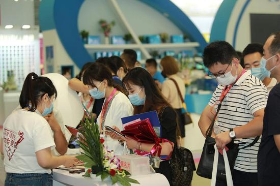 上海CBE正式开幕,莲香岛硬核科技亮相美博会